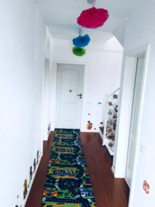 Prezentare hol etaj gradinita Taramul Fermecat din Bragadiru